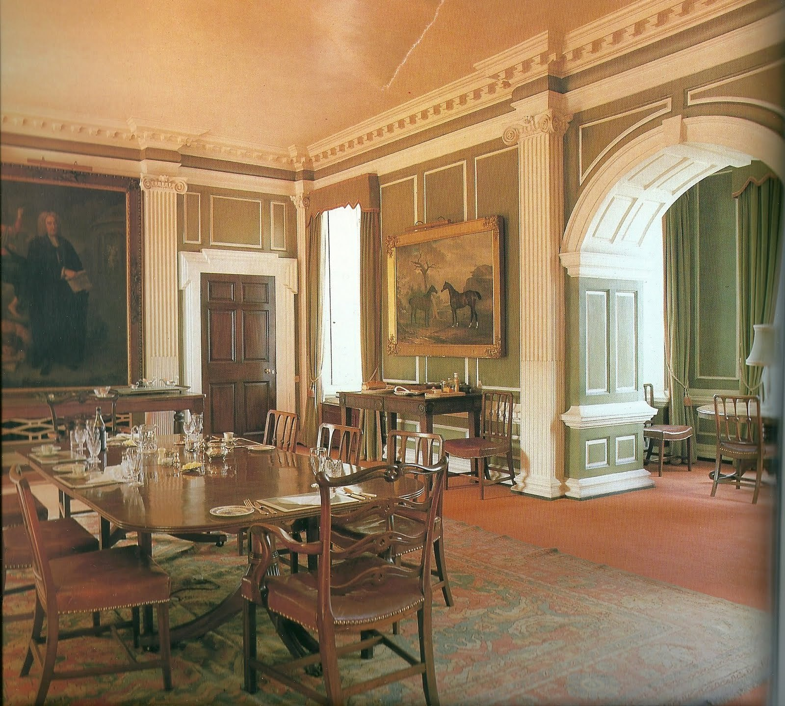 Castle Dining Room: Howth Castle