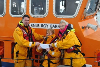 HYC Mahjong Players donate €1300 to  Howth branch of RNLI