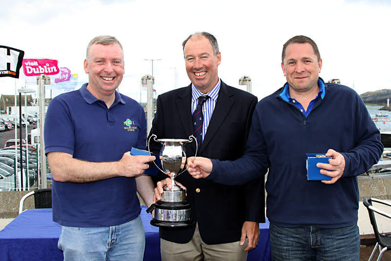 Irish Squib Champions Fergus O'Kelly and Jonathan Wormald with Commodore Brian Turvey