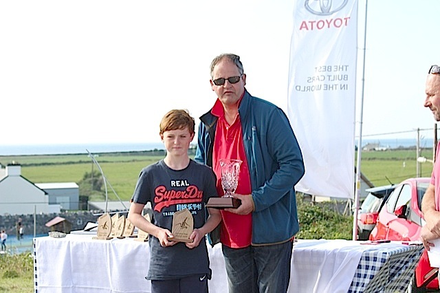IODAI President Aidan Staunton presents Ben McDonald with his prizes for 1st in Silver Fleet and 5th Overall
