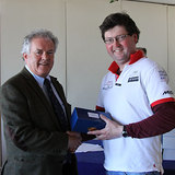Vice_Commodore_Berchmans_Gannon_presents_Steve_Atkinson_(Bád)_with_his_prize.jpg